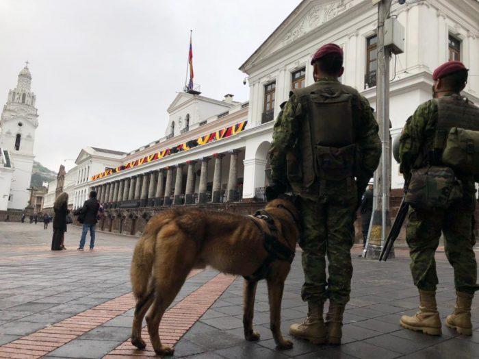Militares resguardaban los alrededores de Carondelet, el 24 de mayo del 2021, antes de la posesión presidencial. Foto: Galo Paguay/ EL COMERCIO