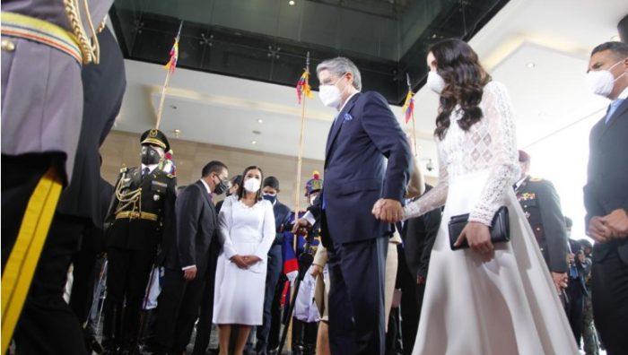 Lasso ingresó a la Asamblea Nacional acompañado por su hija y su esposa, la primera dama, María de Lourdes Alcívar. Foto: Patricio Terán/ EL COMERCIO