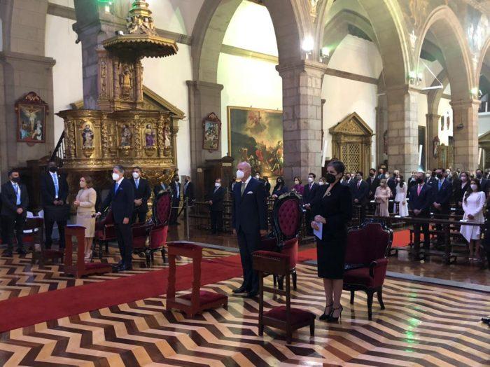 El presidente, Guillermo Lasso, llegó a la Catedral Metropolitana de Quito para la celebración de una misa antes de la posesión presidencial. Foto: Galo Paguay/ EL COMERCIO