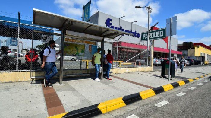 La Federación de Transportadores Urbanos de la Provincia del Guayas (Fetug) reclama al Gobierno Nacional y al Municipio de Guayaquil por la falta de focalización del costo del diésel. Foto: Enrique Pesantes / EL COMERCIO