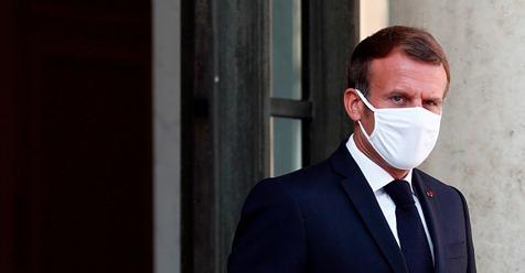 Macron pide a Biden levantar el veto a la exportación de vacunas
