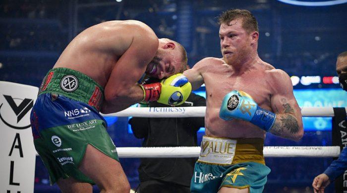 Saúl Álvarez derrotó a Billy Joe Saunders por el título mundial de las 168 libras. Foto: EFE