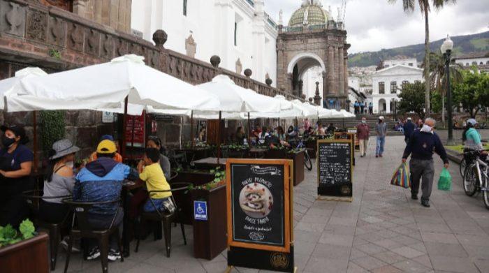 En el Centro Histórico de Quito, este domingo 23 de mayo del 2021 hubo poco movimiento comparado con este sábado 22. Foto: Vicente Costales / EL COMERCIO