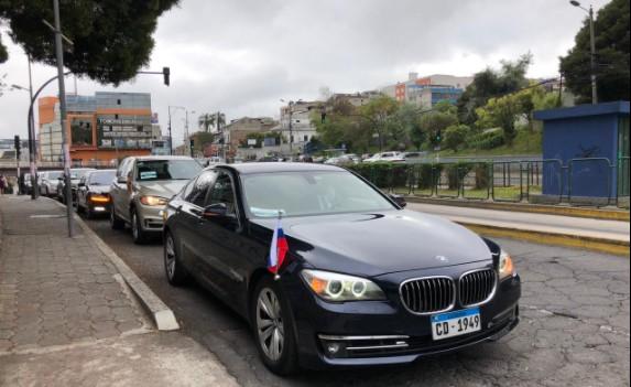 Los vehículos de las comitivas internacionales llegaron a la Asamblea. Foto: Ana Guerrero/ EL COMERCIO