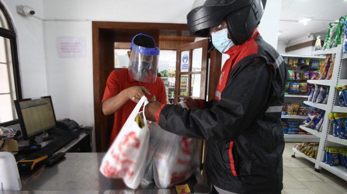 os negocios operaron solo con entregas a domicilios. Foto: Enrique Pesantes/ EL COMERCIO