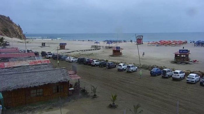 Pocos vehículos ingresaron desde las primeras horas de la mañana y las vías estuvieron despejadas para el tráfico este 22 de mayo del 2021. En la foto, la playa de San Mateo. Foto cortesía Alcaldía de Manta