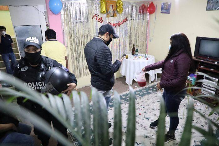Personal de distintas entidades realizan operativos de control sobre el cumplimiento del estado de excepción en Quito. Fotos: Cortesía Municipio de Quito