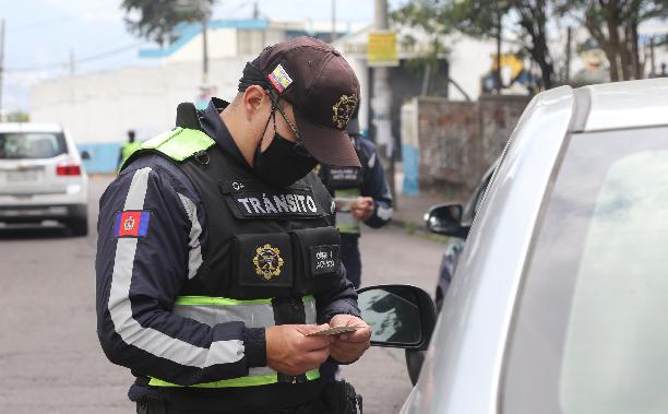 El plan de restricción vehicular solo aplica para el área urbana de Quito. Foto: Vicente Costales / EL COMERCIO