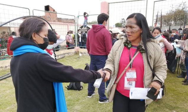 Los asistentes a la reunión de la Conaie aplicaron medidas de bioseguridad para prevenir contagios. Foto: Modesto Moreta/ EL COMERCIO