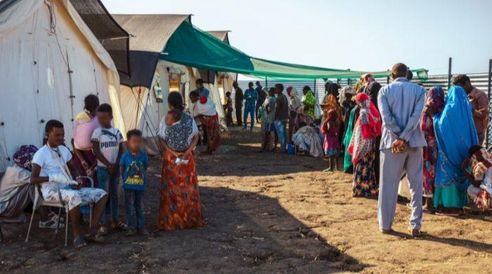 El campo de refugiados de Al-Tanidaba alberga a miles de refugiados etíopes en Sudán. Allí Médicos Sin Fronteras gestiona una clínica que provee atención médica gratuita para los refugiados y la población local. Foto: MSF/Ehab Zawati