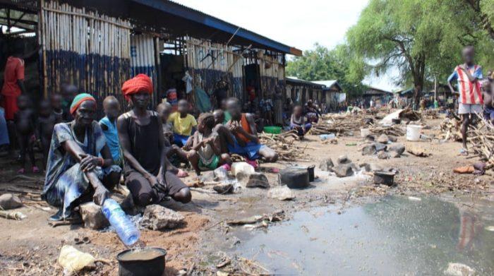Miles de solicitantes de asilo de Sudán del Sur han estado atrapados durante meses en el centro de recepción de Pagak en Etiopía, sin estar registrados y sin tener acceso a ningún servicio básico, especialmente ayuda alimentaria. Foto: MSF/Claudia Blume