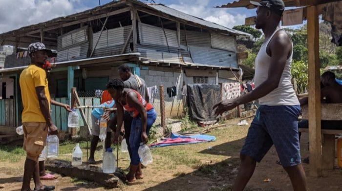 Bajo Chiquito es una comunidad en el departamento panameño de Embera Wounaan y es el primer lugar al que llegan los migrantes que atraviesan el bosque de Darién. Entre enero y mayo de este año llegaron más de 15.000 personas a Panamá. Buena parte de los migrantes proceden de Haití y Cuba, a los que se suman ciudadanos de diferentes países africanos francófonos, pakistaníes y yemeníes. Foto: Marcos Tamariz/MSF