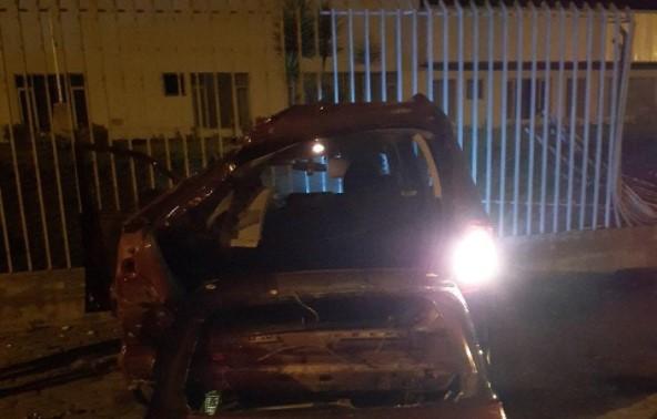 El vehículo accidentado quedó con daños en la carrocería, después del impacto. Fotos: Cortesía de la ANT
