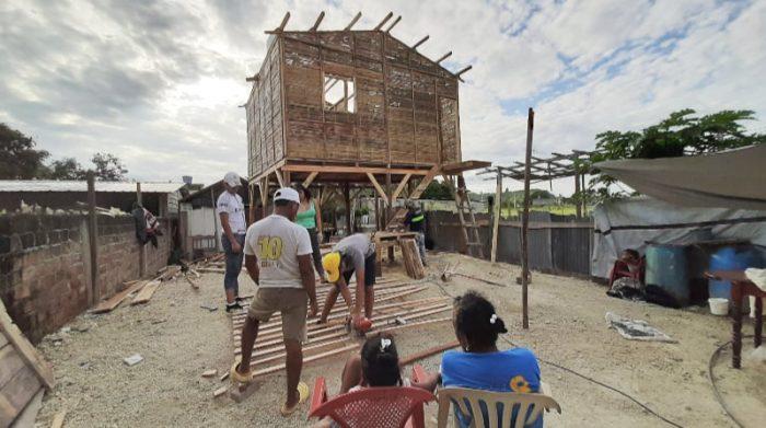 Hogar de Cristo ha llegado a toda la Costa ecuatoriana. En estos 50 años ha entregado cerca de 210 000 viviendas de emergencia, en zonas rurales y en los cordones marginales de las grandes ciudades. Foto: Cortesía Hogar de Cristo