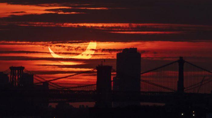 Imagen del eclipse en Nueva York, Estados Unidos. Foto: EFE