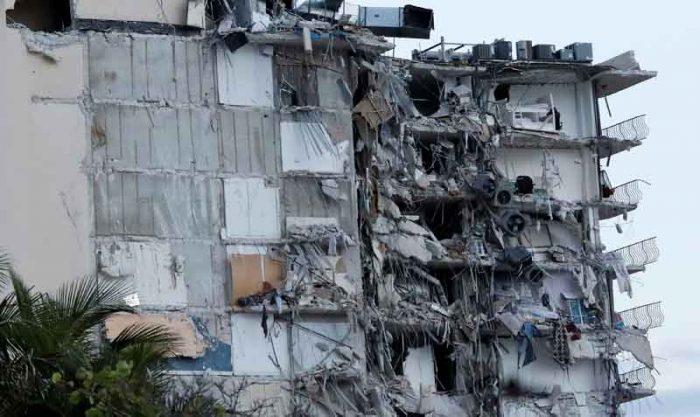 Este 24 de junio del 2021 se derrumbó un edificio de viviendas de 12 plantas en Surfside, en el condado de Miami-Dade, Florida. Al menos 3 personas murieron y 99 continúan desaparecidas. Foto: Reuters