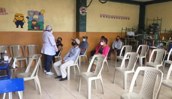 En Puerto López y Jipijapa, la jornada de vacunación empezó a las 08:00. Foto: Cortesía Zona 4 de Salud