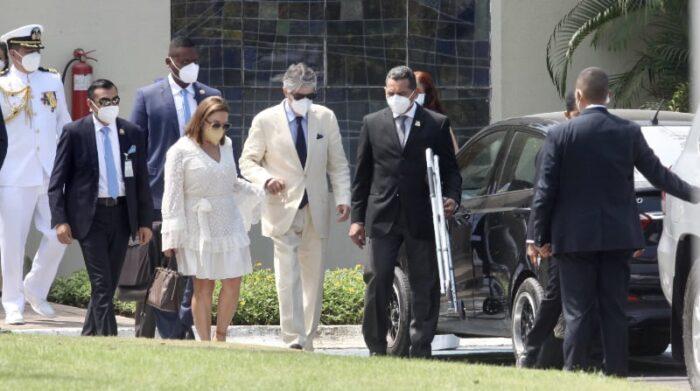 El presidente de la República, Guillermo Lasso, asistió al velatorio aproximadamente a las 13:00 de este 25 de julio del 2021. Foto: Enrique Pesantes / EL COMERCIO