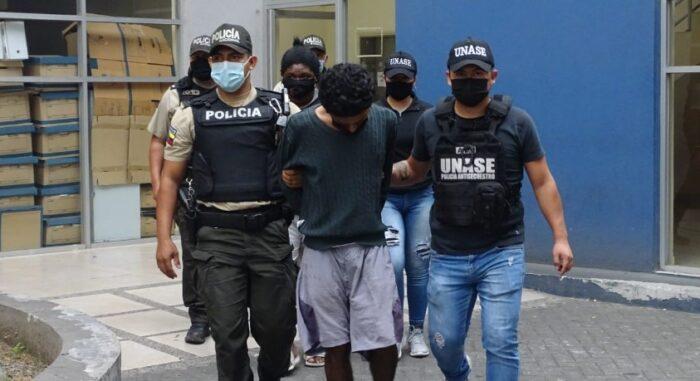 Los detenidos fueron llevados por los agentes especiales de la Unase. Foto: Cortesía