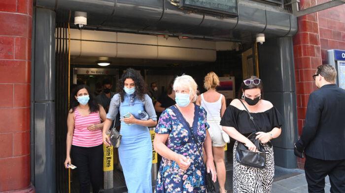 El Gobierno de Reino Unido decidió liberar las restricciones por la pandemia, pese a que los casos de covid-19 siguen en aumento. Foto: EFE
