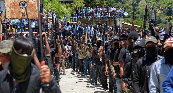 Autodefensas Los Machetes se presentaron ante 86 comunidades en el municipio de Pantelho, estado de Chiapas (México). Foto: EFE