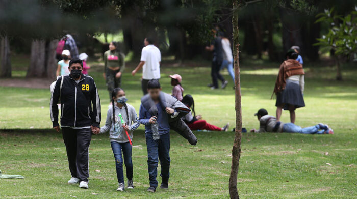Aunque en la capital el aumento de casos de covid-19 no se detiene, algunas personas se niegan a usar mascarillas para evitar ser infectados. Foto: Julio Estrella/ EL COMERCIO