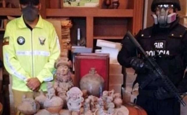 Según la Fiscalía, el expresidente Bucaram no tenía permisos para tener las piezas patrimoniales. Foto: Fiscalía