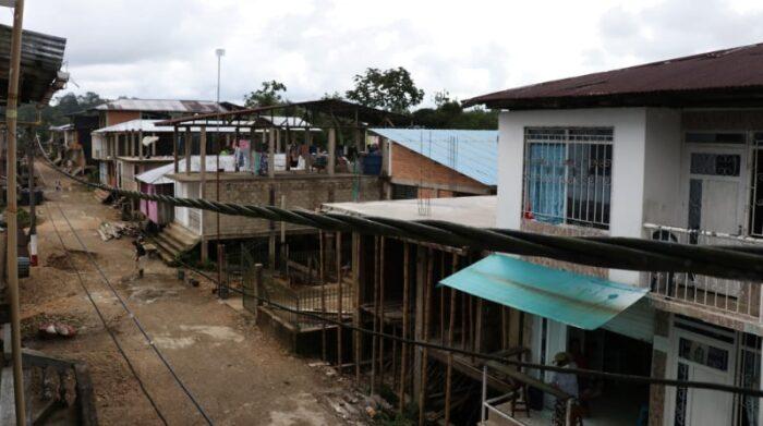 La mayoría de familias desplazadas en Magüí Payán se quedan en casas de familiares o amigos por temor a los grupos armados. Foto: Santiago Valenzuela / MSF