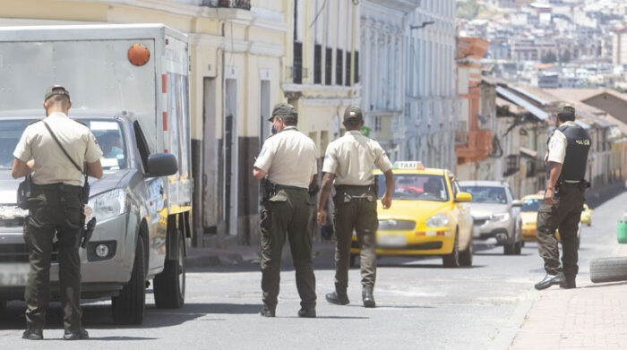 En Quito, la Policía Nacional y los agentes de la AMT realizan operativos en las vías de la ciudad. Foto: Diego Pallero/ EL COMERCIO