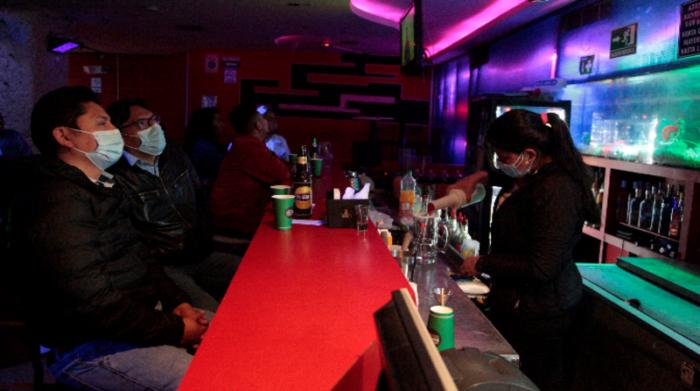 Se prohíbe el consumo de alcohol en altas cantidades. Foto: Galo Paguay / EL COMERCIO