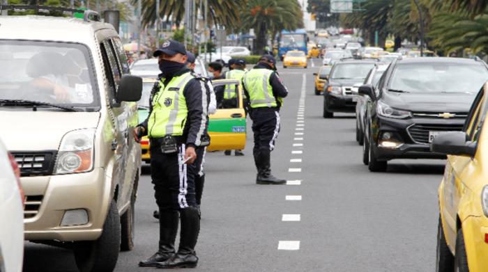 La multa para las personas que incumplan la medida de restricción vehicular es de USD 200 y el vehículo será retenido por los agentes de tránsito. Foto: Archivo / EL COMERCIO