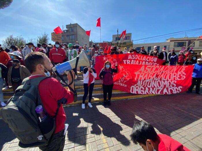 Los comerciantes realizaron un plantón el 27 de septiembre, para solicitar que se les permita trabajar en sus puestos de venta ambulante. Foto: Patricio Terán/ EL COMERCIO