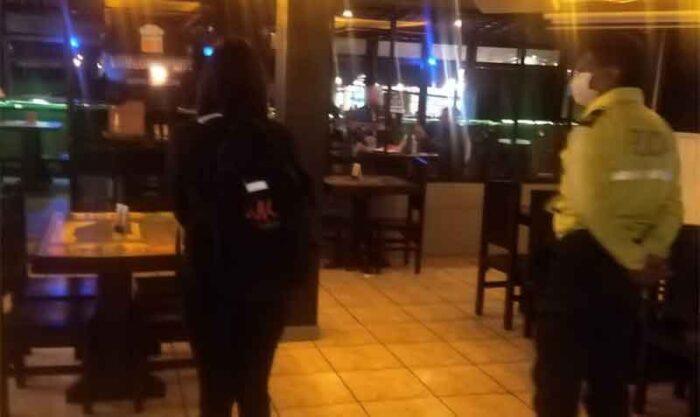 El plan piloto de reapertura de bares, discotecas y similares en Quito comenzó el 8 de septiembre del 2021. Foto: Twitter AMC