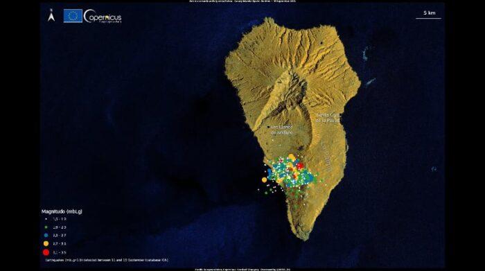 La serie de pequeños movimientos sísmicos que comenzó a detectarse hace una semana en La Palma acumula ya más de 20 650 terremotos, según ha informado este viernes 17 de septiembre del 2021 el Instituto Volcanológico de Canarias. Foto: EFE Copernicus / UE