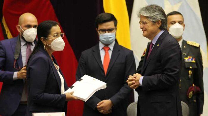 El presidente Guillermo Lasso y Guadalupe Llori, en la entrega del proyecto de Ley de Creación de Oportunidades. Foto: Archivo