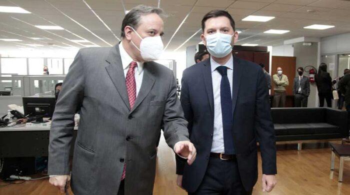 El ministro Simón Cueva y Julien Reynaud, del FMI en Ecuador, anunciaron el acuerdo técnico el 8 de septiembre pasado. Foto: Archivo / EL COMERCIO