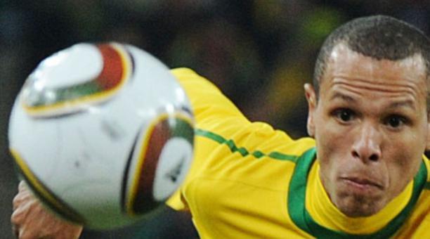 Luis Fabiano, durante un partido de la Selección brasileña. Archivo EL COMERCIO