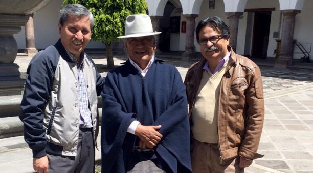Jesús Fichamba (centro) es el intérprete de la canción Taita Francisco.Foto: Betty Beltrán/EL COMERCIO