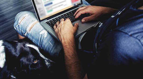 Imagen referencial. Un adolescente ruso de 16 años se hizo acreedor a pasar un mes junto a una estrella porno en un hotel en Moscú. Foto: Pixabay.