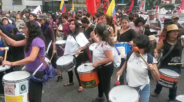 Varias organizaciones de mujeres también expresaron su protesta en el Día del Trabajo. Foto: Paul Rivas / EL COMERCIO