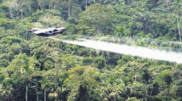 Colombia anunció que retomará la fumigación de glifosato, sobre los cultivos de la coca, pero de forma manual. Foto: Archivo/ EL COMERCIO
