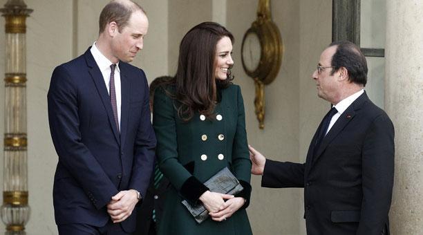 Catalina de Cambridge  y el principe Guillermo  salen del Palacio del Elíseo tras su reunión con el presidente de Francia, François Hollande. Foto:EFE.