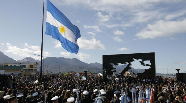 El conflicto entre Argentina y Reino Unido en 1982, por el territorio de las islas Malvinas, le costó la vida a 649 argentinos, 255 británicos y tres isleños. Foto: Archivo AFP
