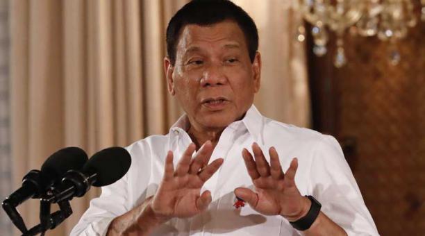 El presidente filipino, Rodrigo Duterte, pronuncia su discurso tras la toma de posesión de varios cargos del Gobierno durante una ceremonia en el palacio presidencial en Manila, Filipinas, hoy, 1 de junio de 2017. Foto: EFE