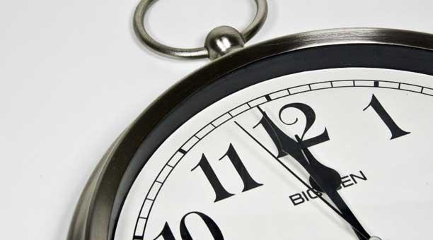 El tambien llamado 'reloj del apocalipsis' fue creado hace 70 años por un boletín científico. Funciona como un indice que determina la distancia a la que se encuentra el fin del mundo. Diversos factores pueden intervenir en sus movimientos. Foto: publicdo