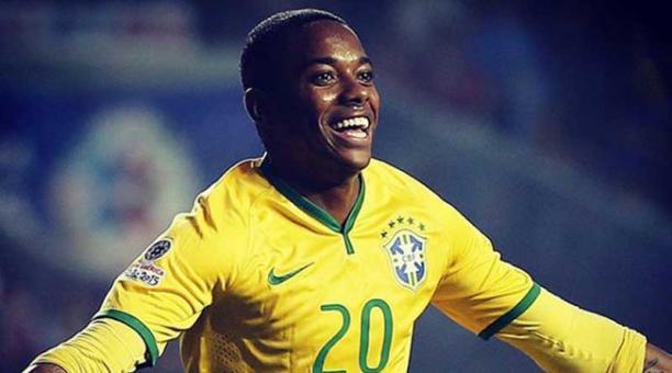 El delantero brasileño Neymar con la camiseta de la selección de su país. El jugador enfrenta un proceso judicial