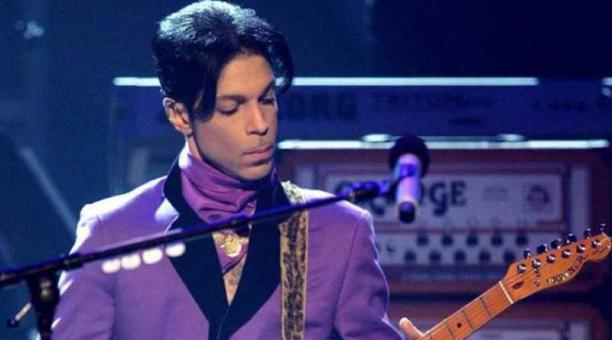 Reconocido como un genio cantante y multiinstrumentista, Prince murió en abril de 2016 por una sobredosis de fentanilo, un potente analgésico, 100 veces más fuerte que la morfina. Foto: EFE.