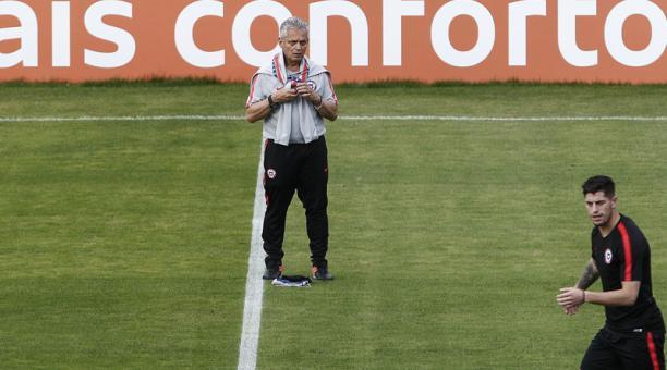 Reinaldo Rueda (centro), durante una práctica de Chile en Sao Paulo, Brasil, el 27 de junio del 2019. foto: AFP