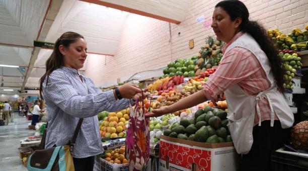 Carolina Reyes ofrece consejos en sus cuenta de  Facebook Cero Residuos Ec. Foto: Diego Pallero/ El Comercio