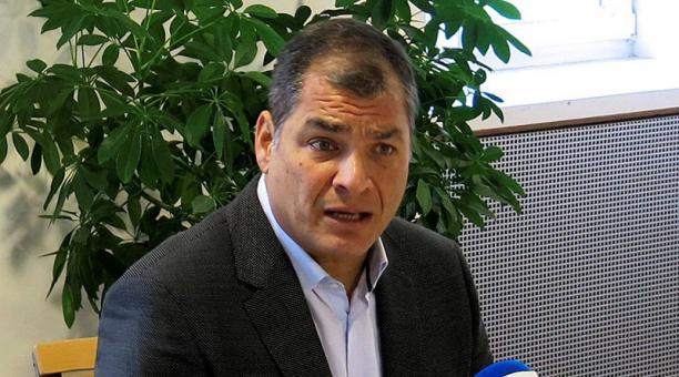El expresidente Rafael correa reconoció los chats mantenidos con Alexis Mera y que Fiscalía ha incorporado al proceso judicial. Foto: Archivo / EFE